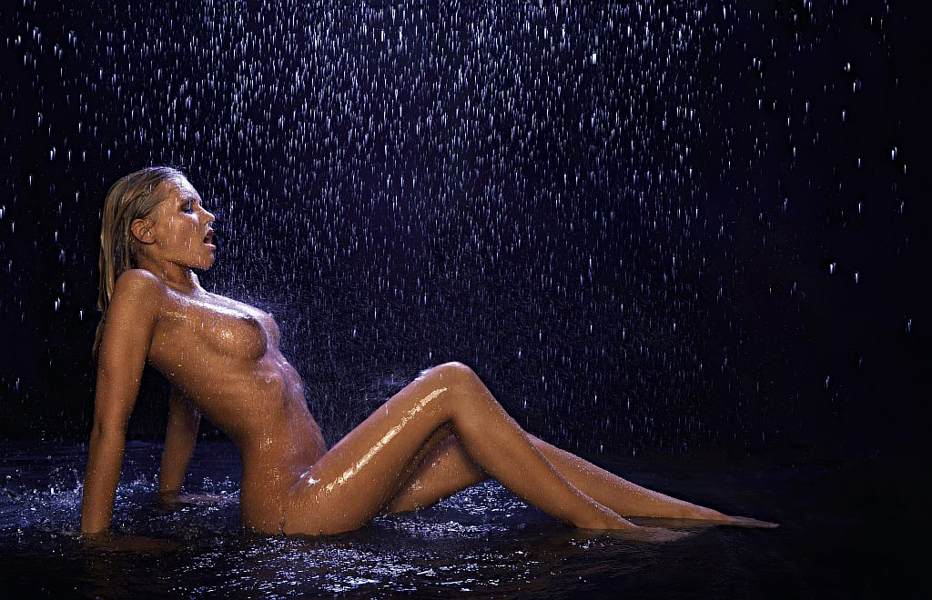 Девушка под дождем эротика видео — photo 1