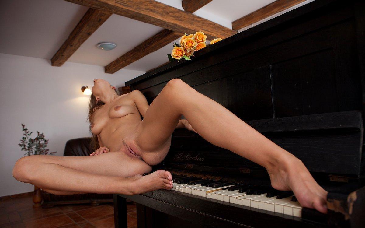 Русское порно учит играть на пианино — img 13