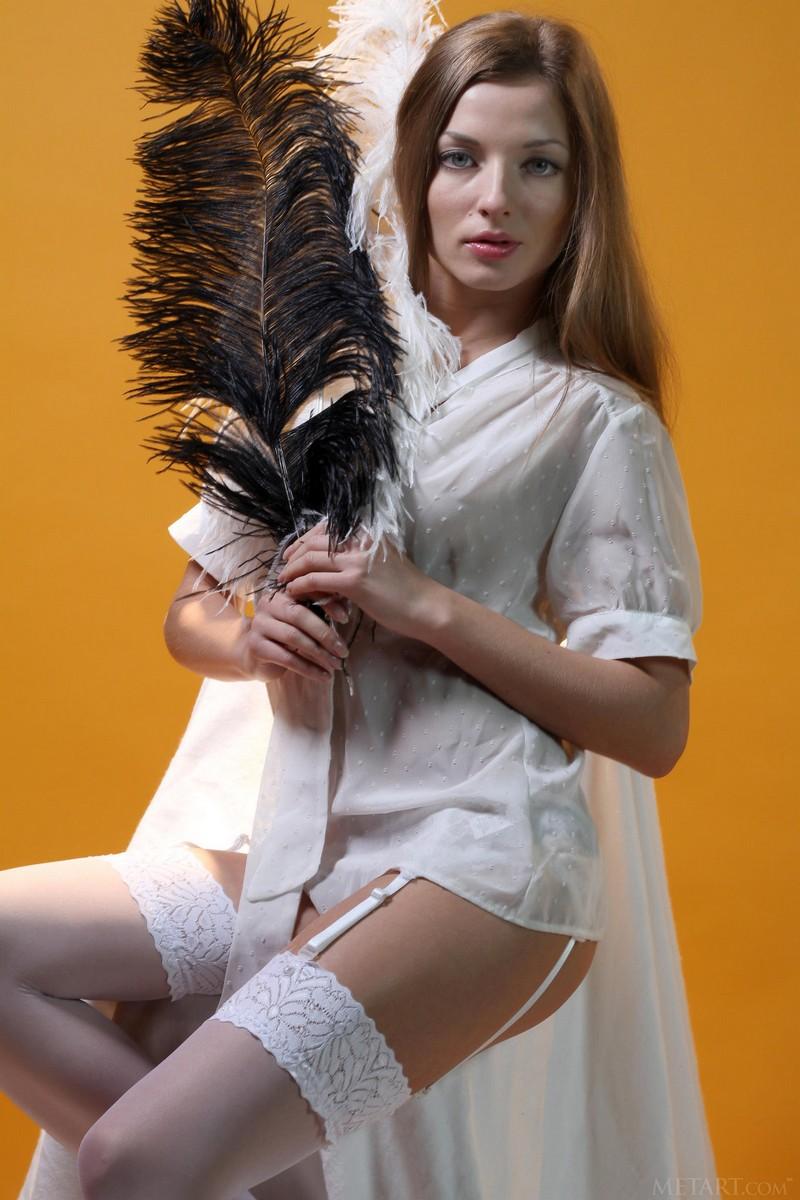 Алиса в перьях