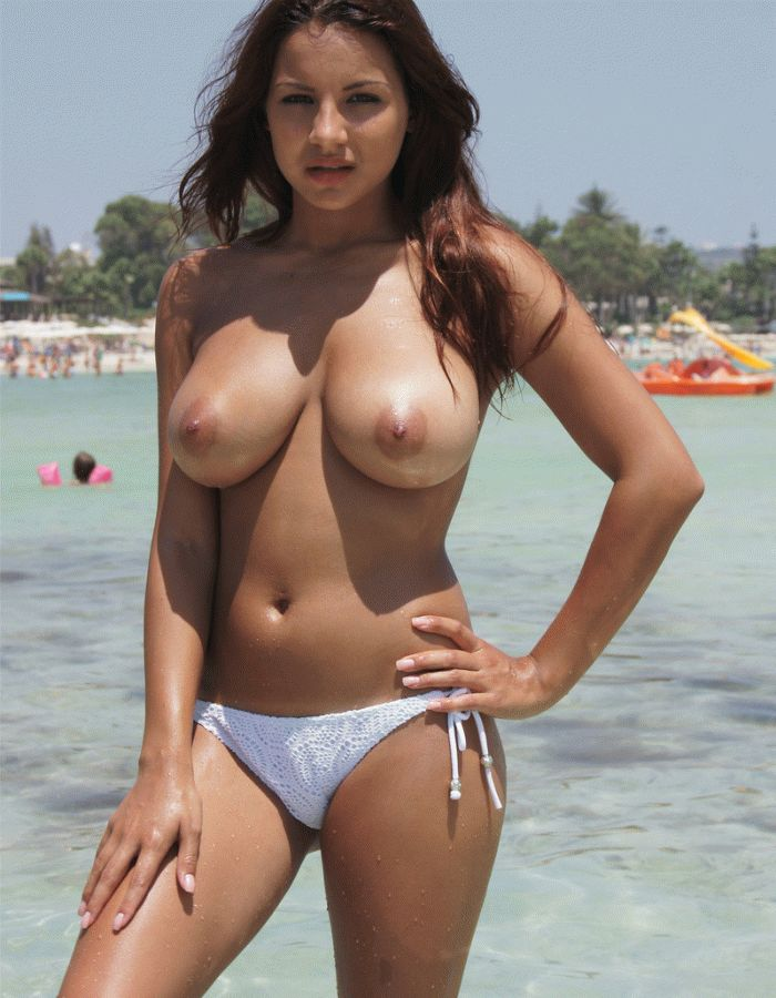 bikini-girls-big-boobs-topless-at-beach