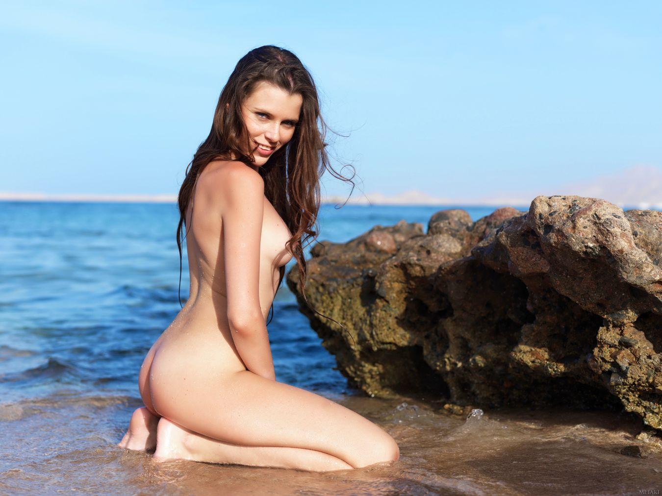 время, чтобы фото эротика на море в купальниках этого возвращаешься