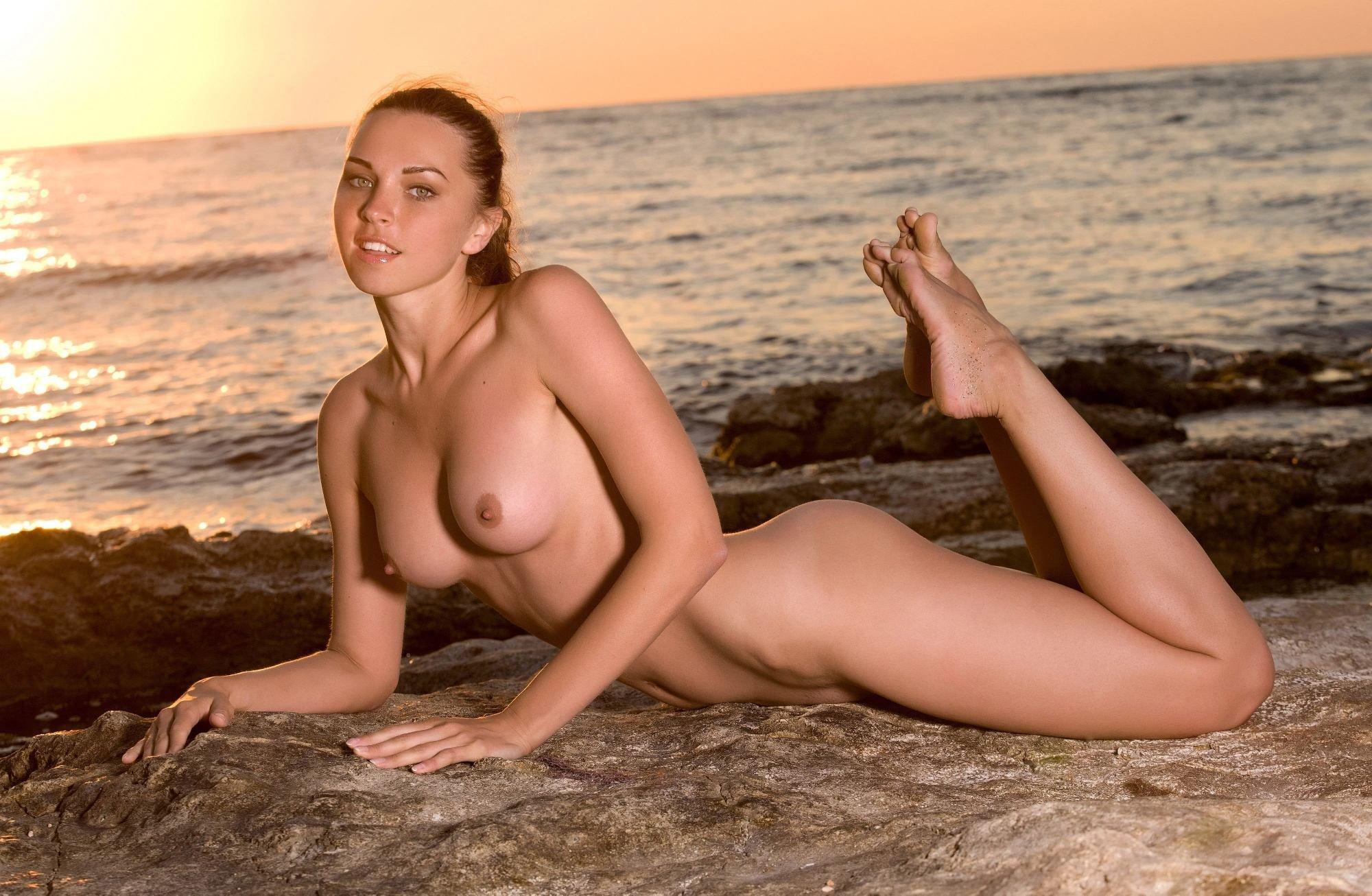 Фото голых баб море, Голые зрелые женщины на пляже (41 фото) Зрелые 20 фотография