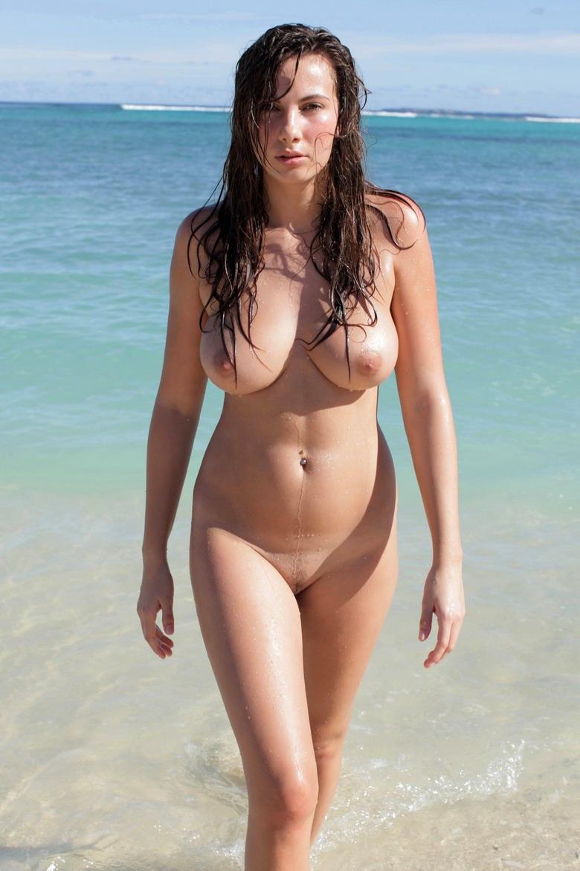 А на море белый песок