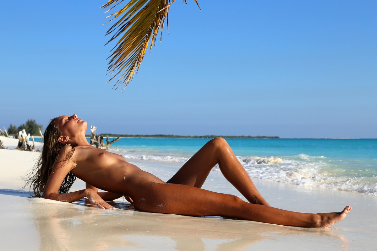 Mauritius nude beach girl pic, lois griffin huge cock