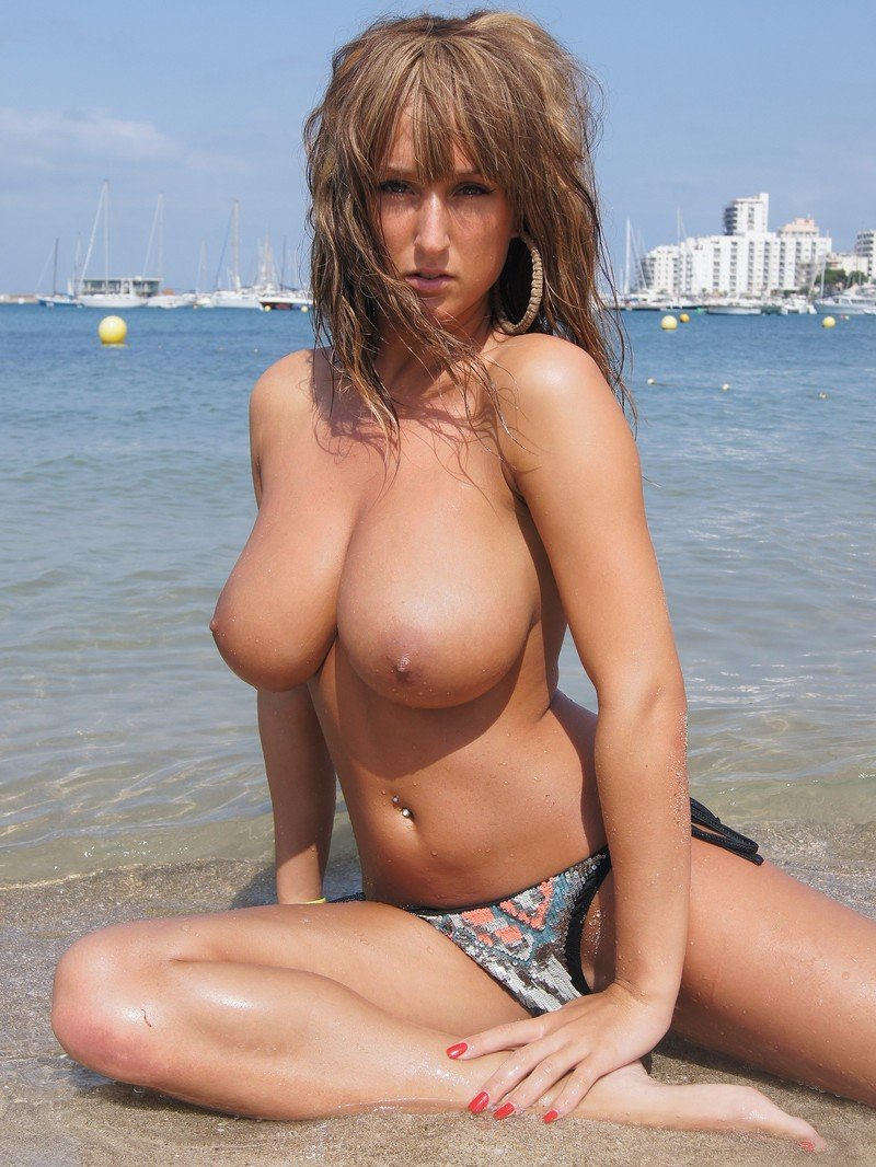 big-tits-girl-beach