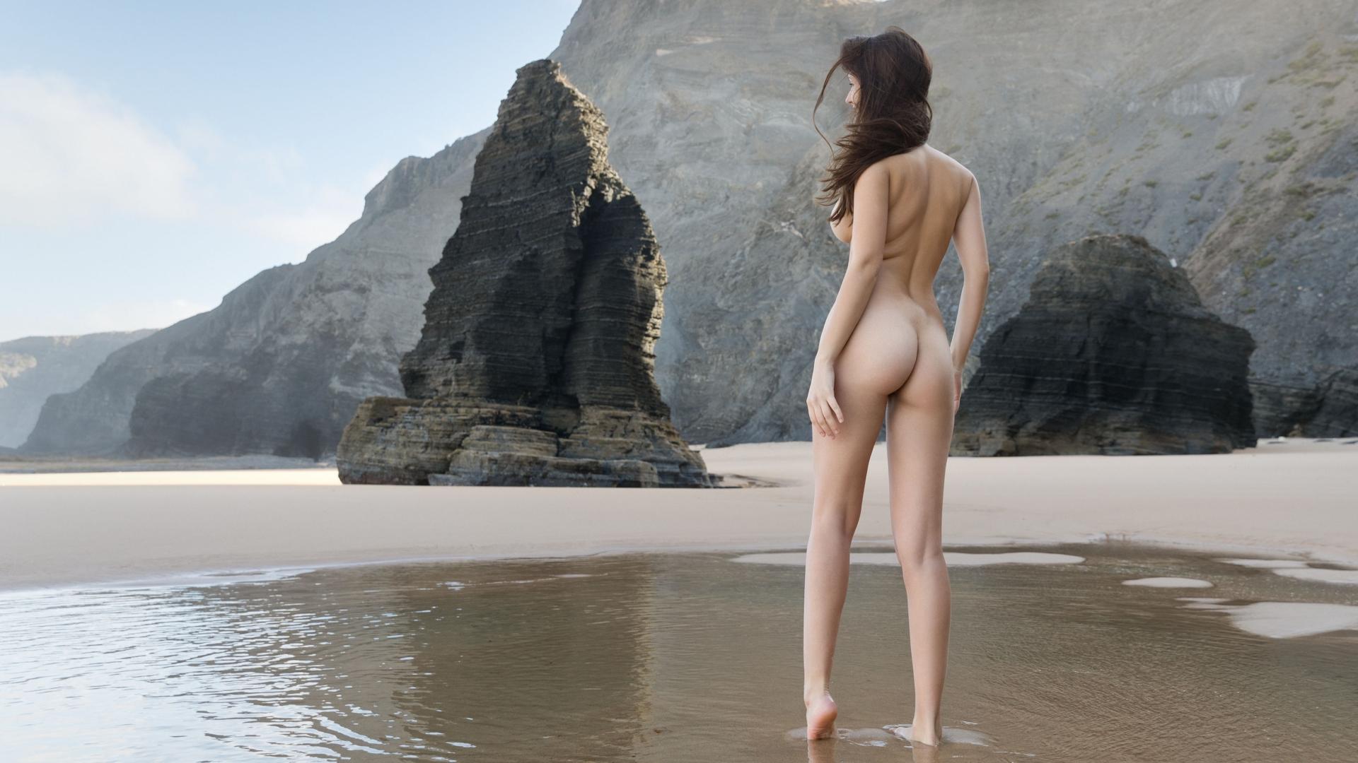 Очень красивые голые попки