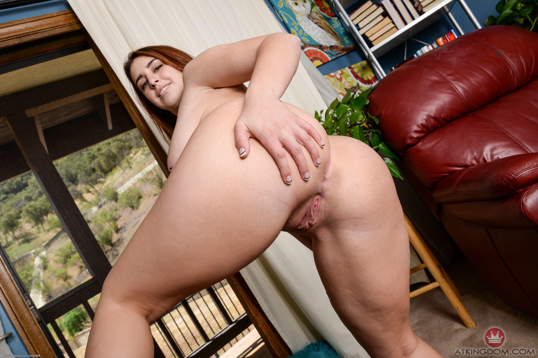 Толстая девка с большой жирной жопой