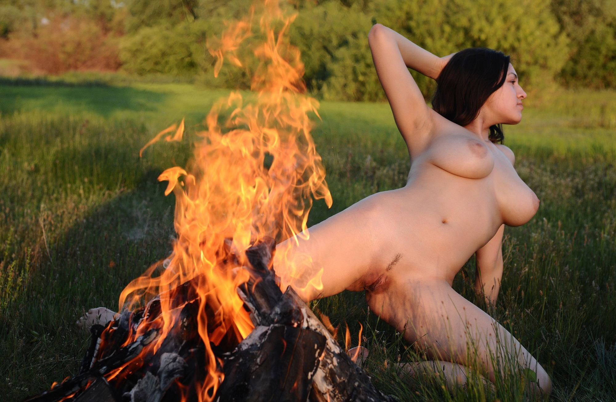 naked-women-fire-long-hair-mature-nude