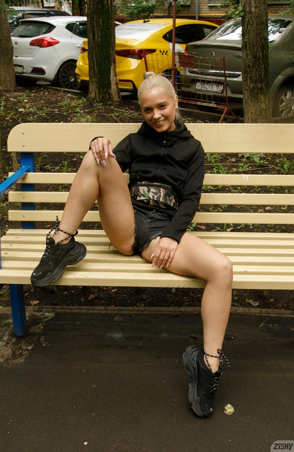 Катя Гуляет по улицам Москвы