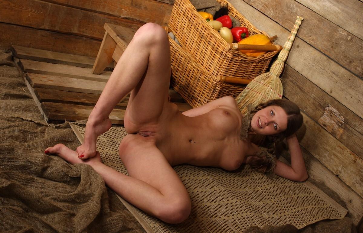 Порно фото девок из деревни, фото сайт секс диван