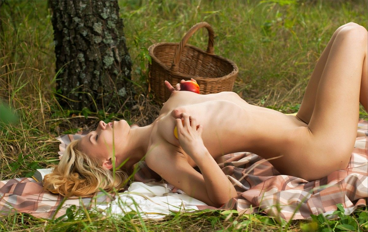 eroticheskie-fotografii-na-prirode