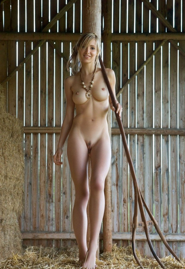 anne-moss-nude-girls-on-farm-porn