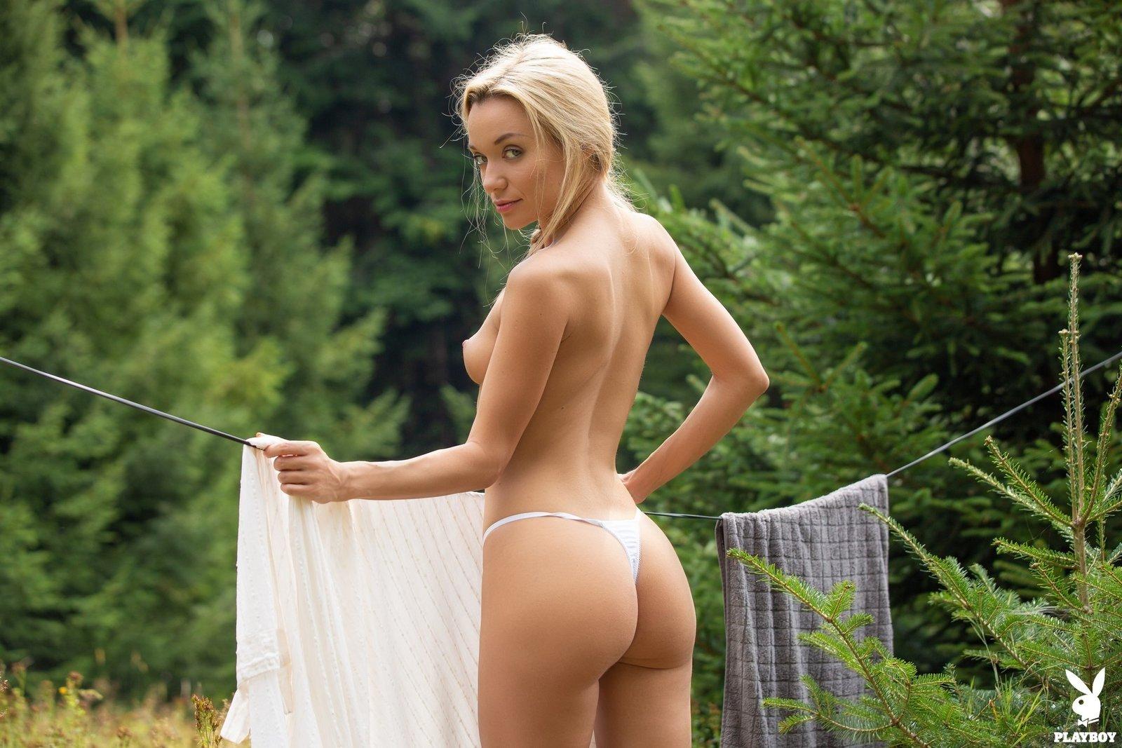 Русская девка любит работать голой