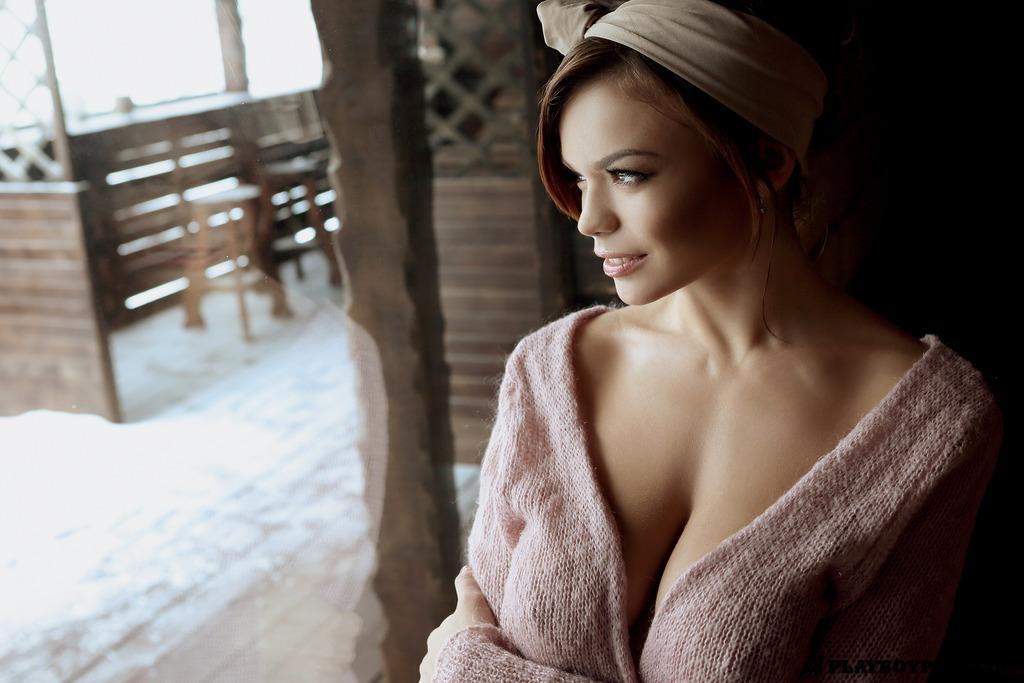 Русская красотка Ольга в снегу