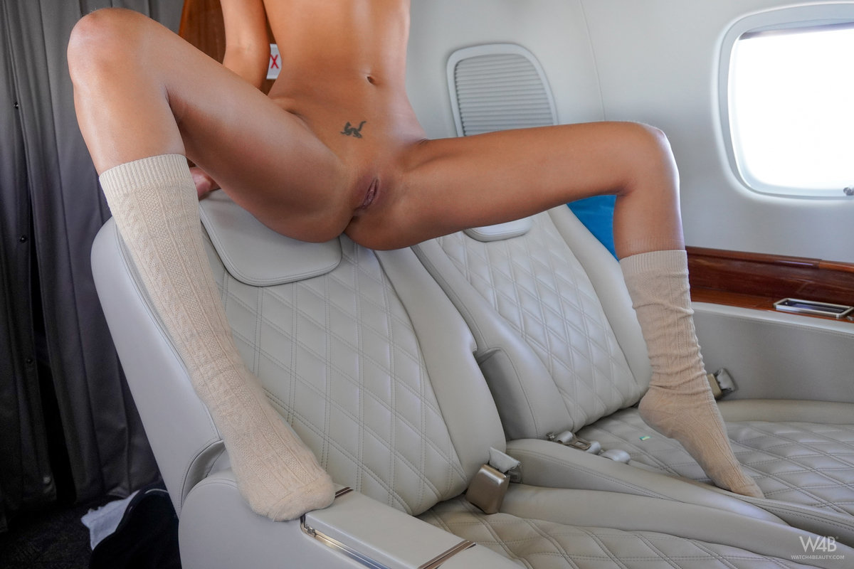 Рябушкина предалась разврату в самолете