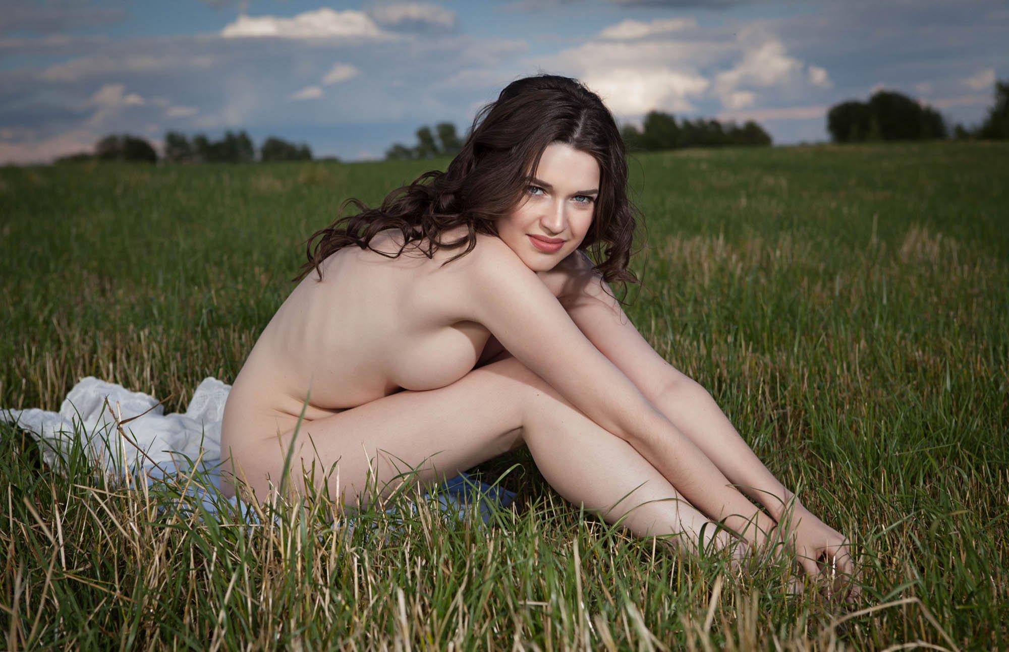 Эротика фото белое платье, Голые в плятьях на фото и обнаженные девушки 19 фотография