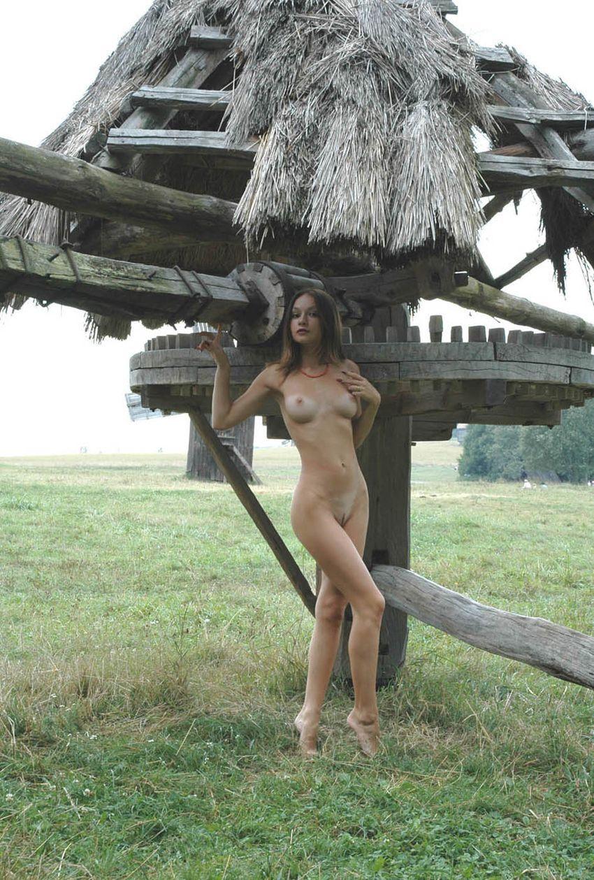 erotika-foto-devushka-derevni
