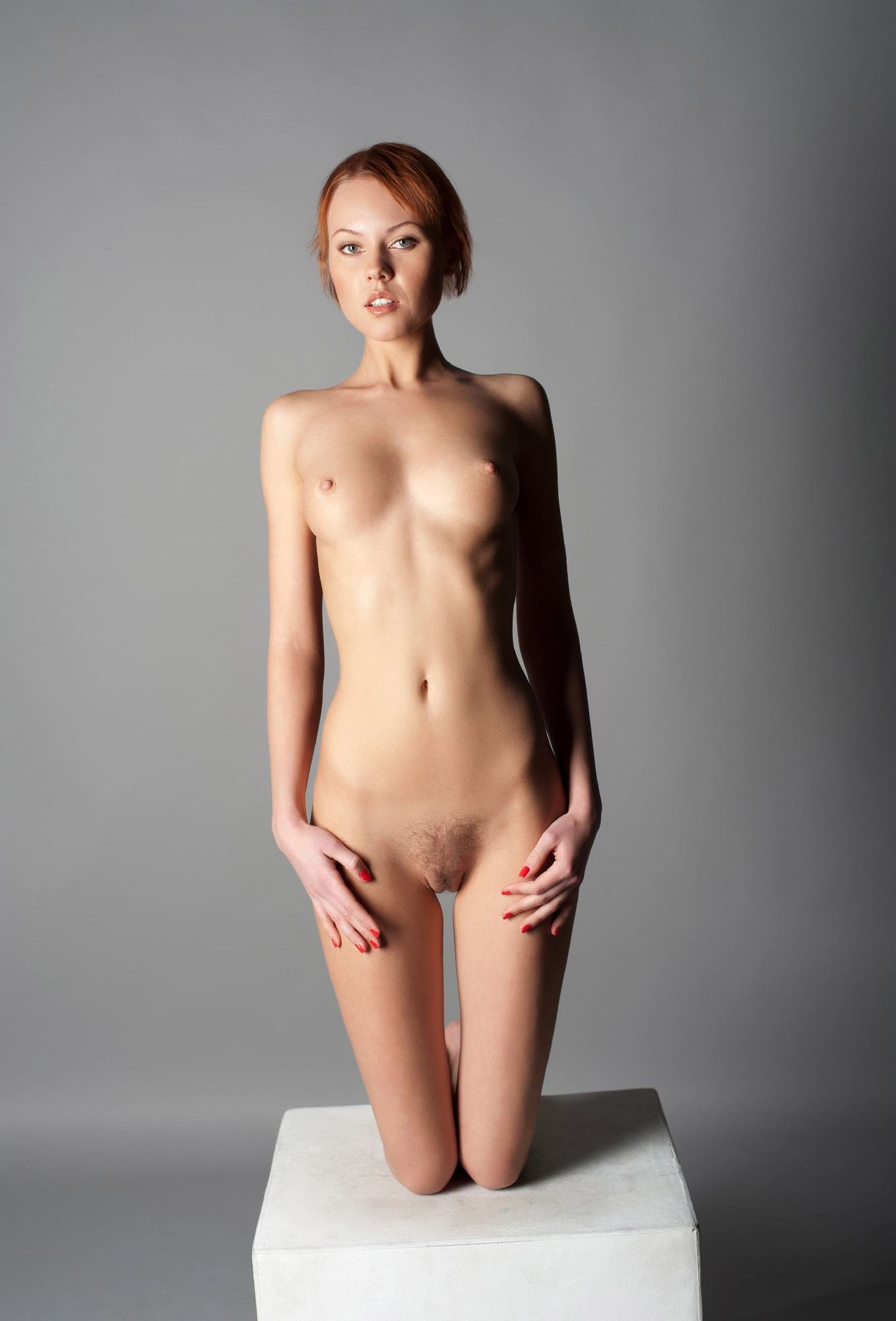 Small skinny sexy naked women — pic 1