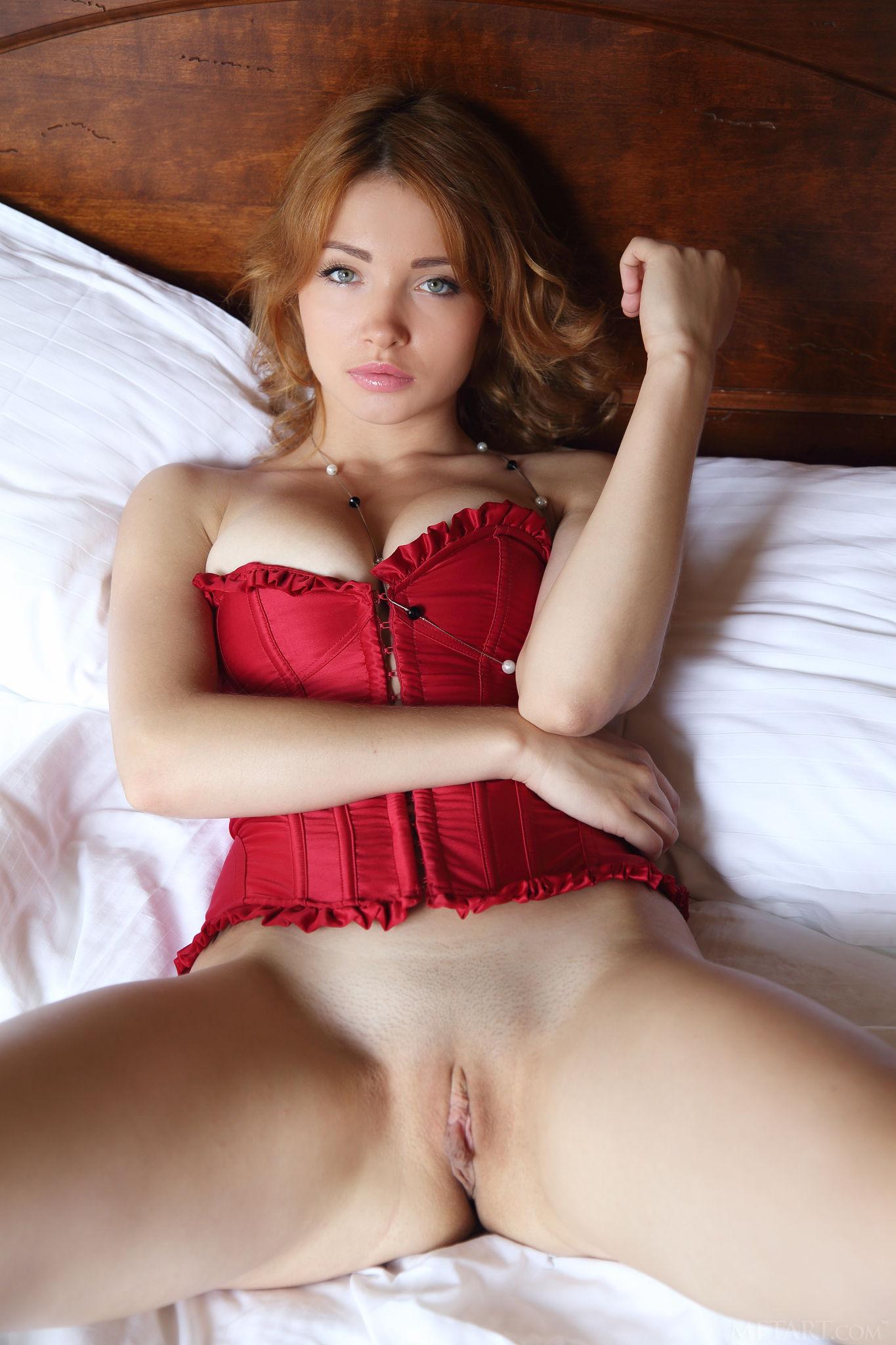 Красивый корсетик рыжей лисички
