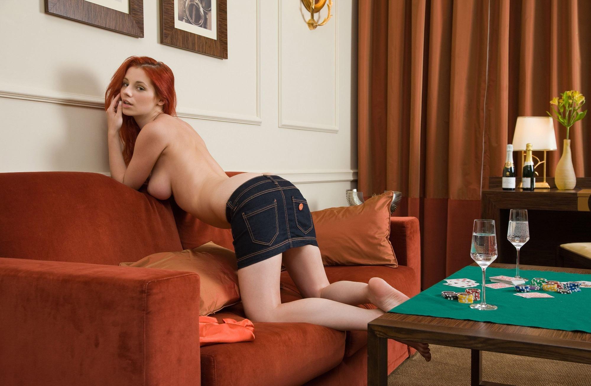 tin-smotret-eroticheskie-igri-na-razdevanie-video-klassno-dvigaet