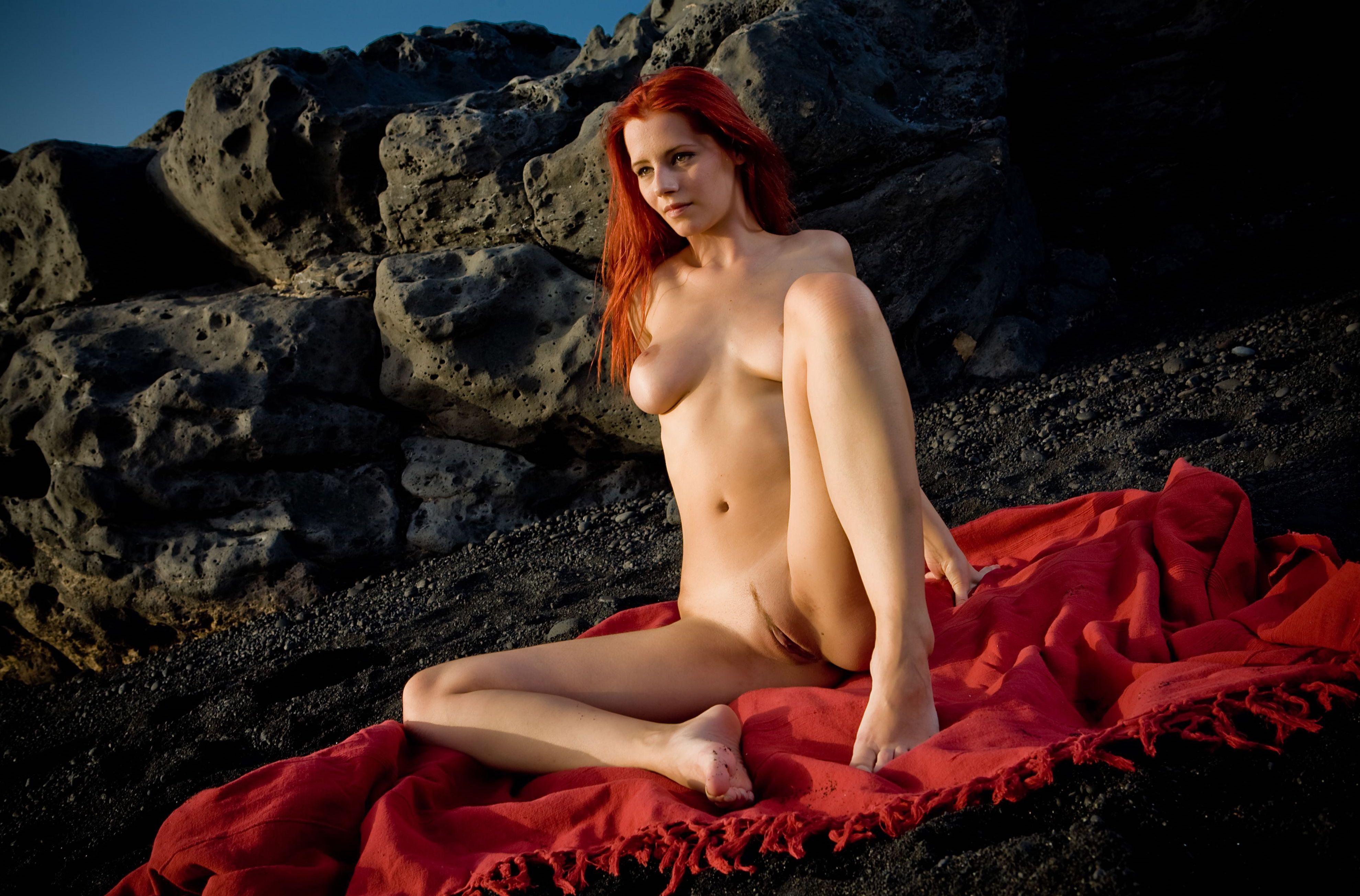 rizhaya-ariel-foto-erotika-porno-s-blondinkami-s-dvoynim-proniknoveniem