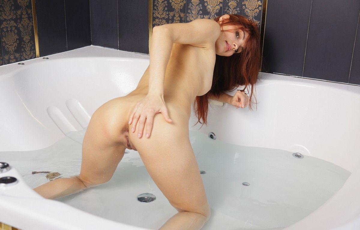 Эротика рыжей в ванной фото