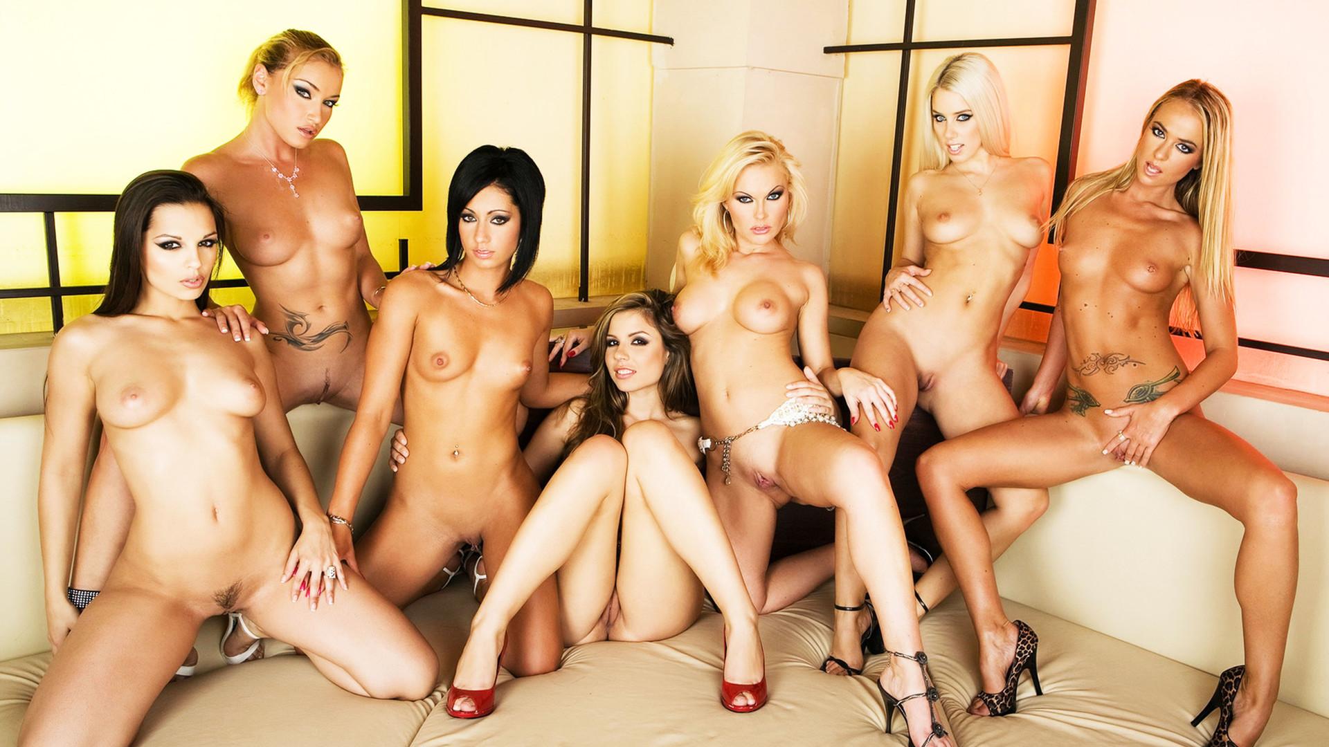 Голые девушки - порно фото голых девушек