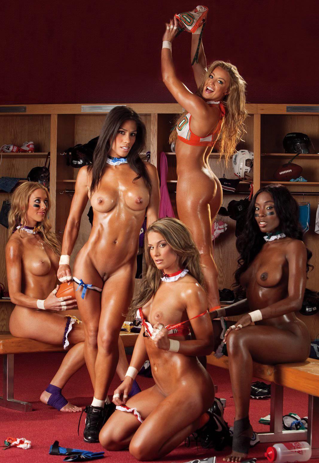 довольно засмеялась порнуха с командой девушек из группы поддержки показала