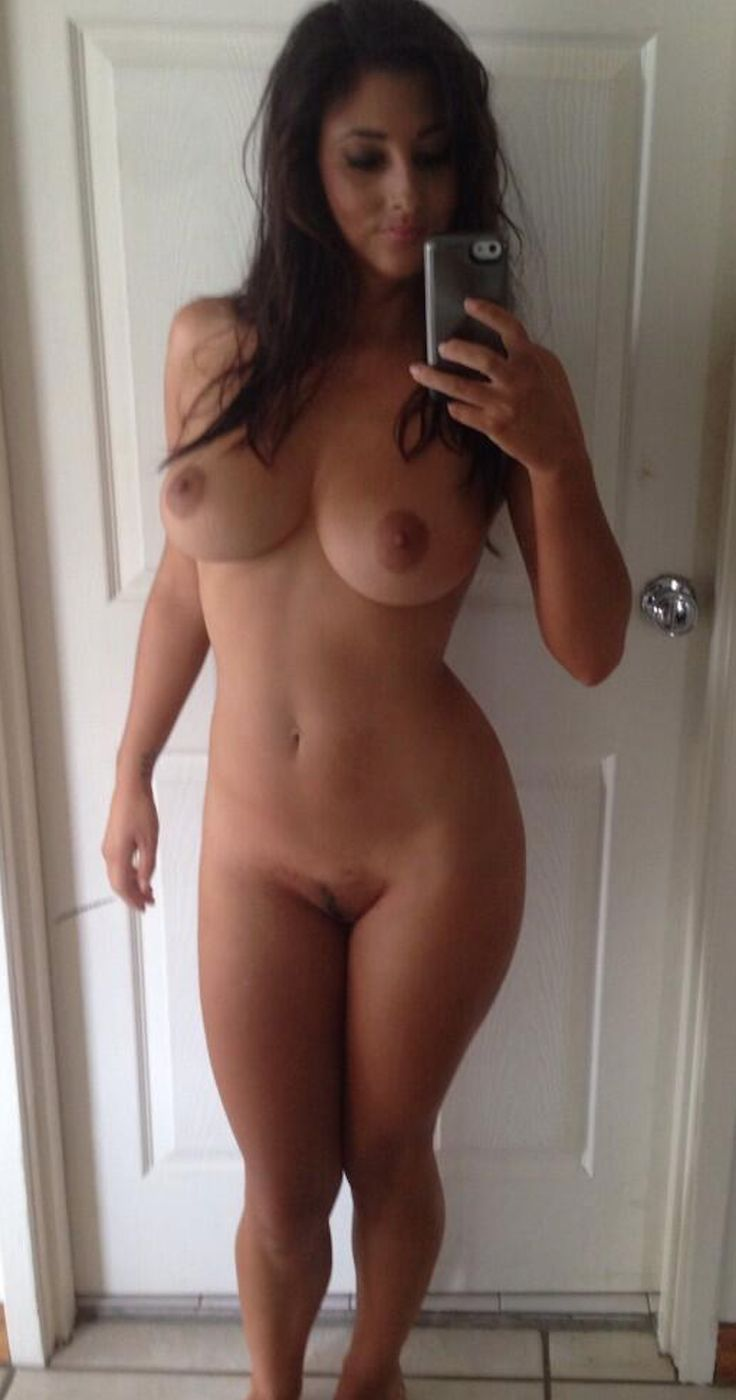 beautiful-women-selfie-nude