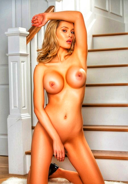 Блондинка Anna Opsal в шикарном белье