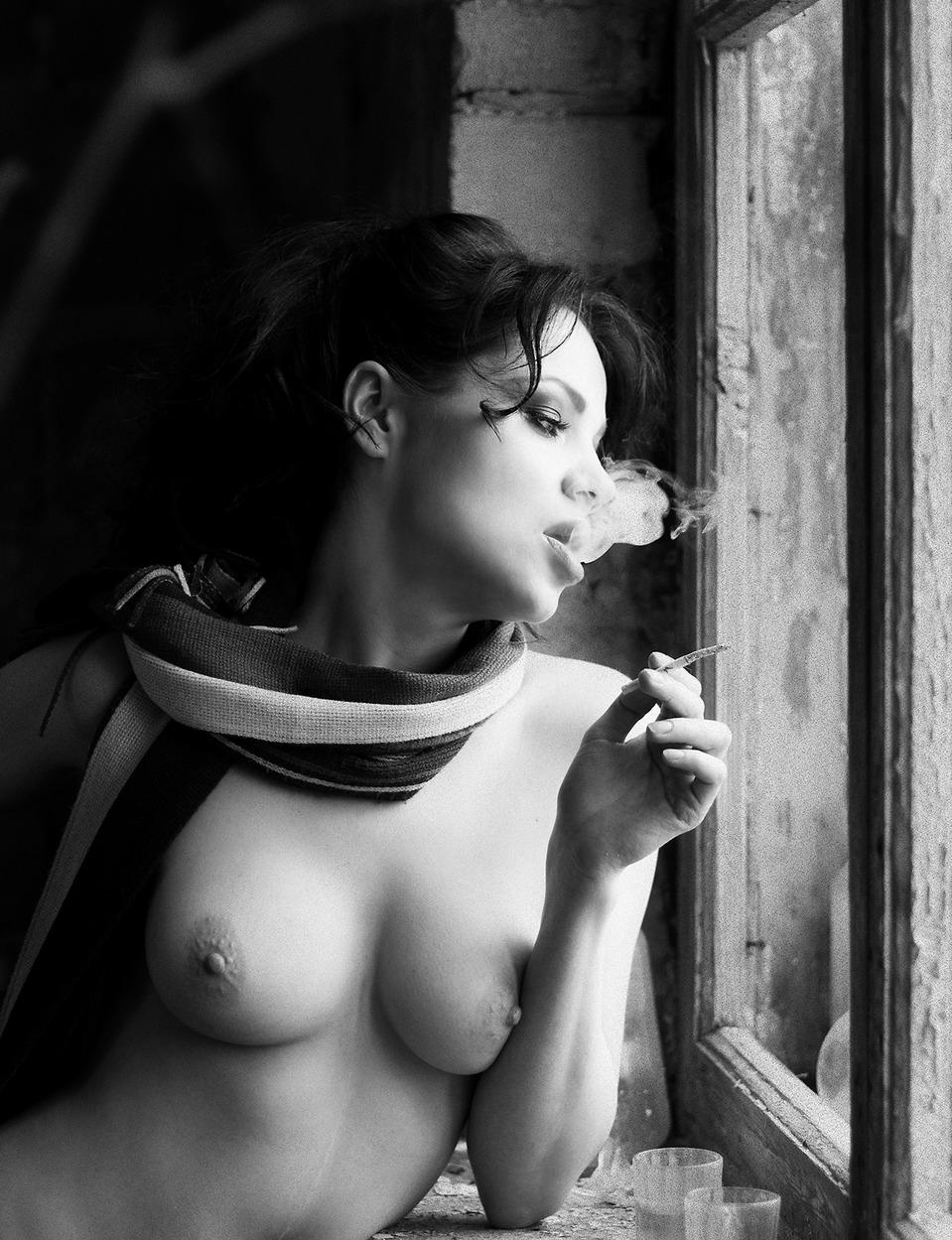 Фото голых курящих девчонок — 10