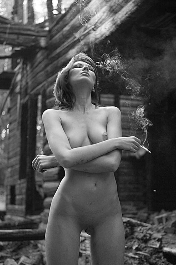 может, подобная фото курящих женщин эротика снимался эротических