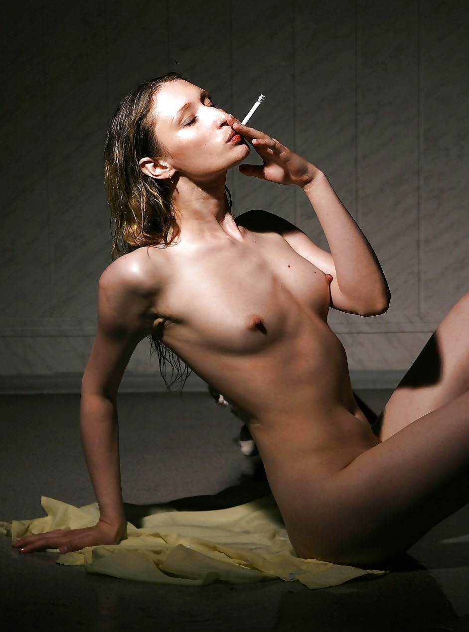 eroticheskie-foto-s-kuryashimi-zhenshinami