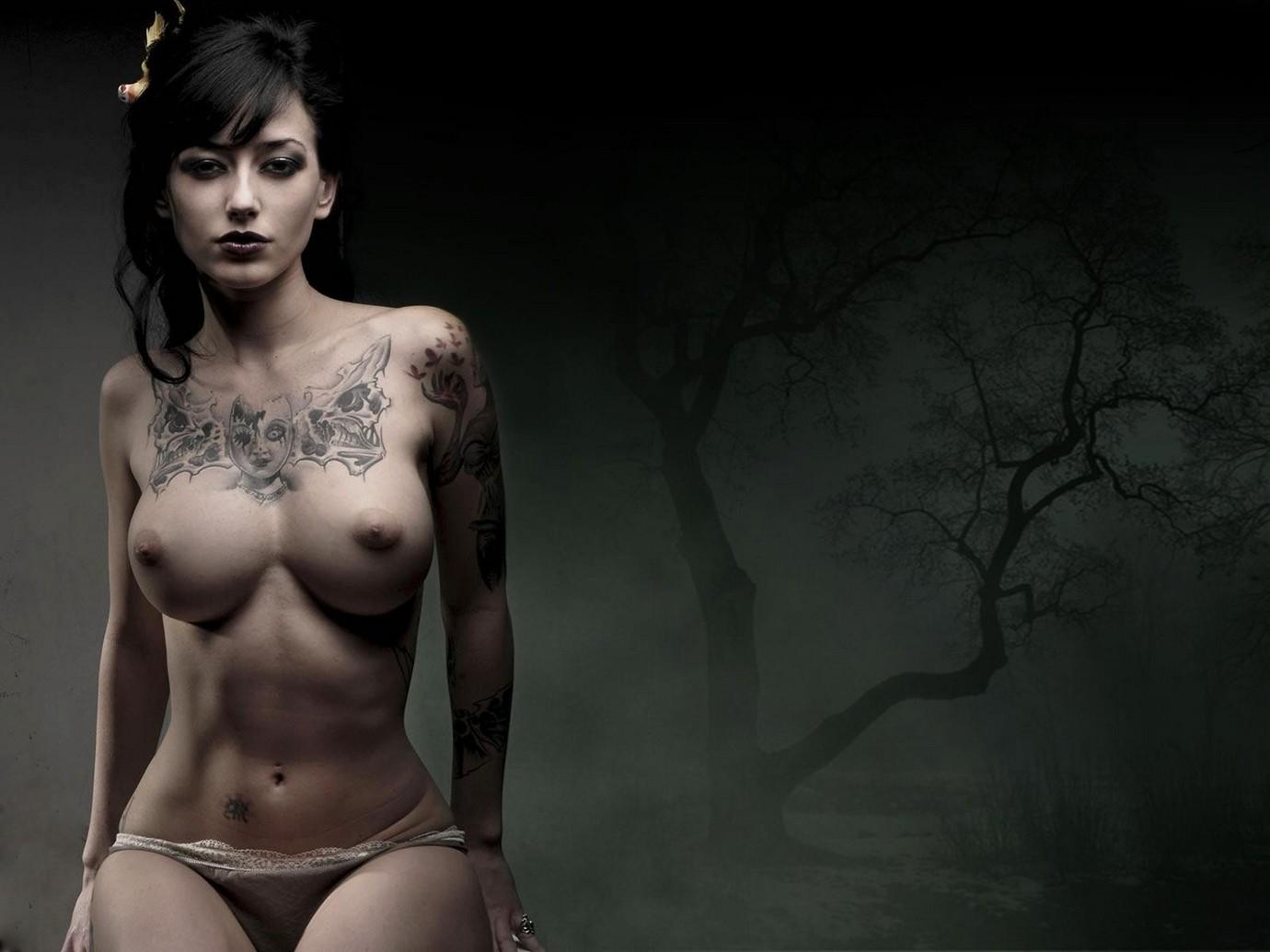 Эротическое фото с татуировками