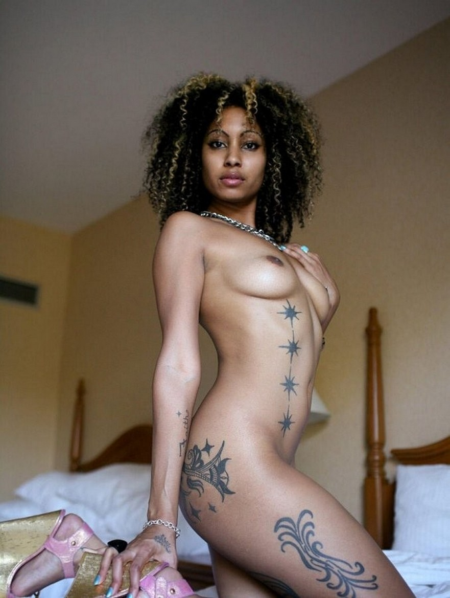 Sexiest nude ebony with tattoos — pic 4