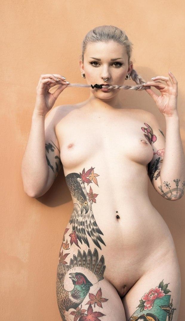 голые девушки в татуировках полностью чтобы