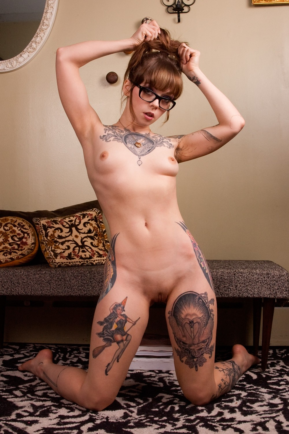 Nude amatuer women with tattoos — img 13
