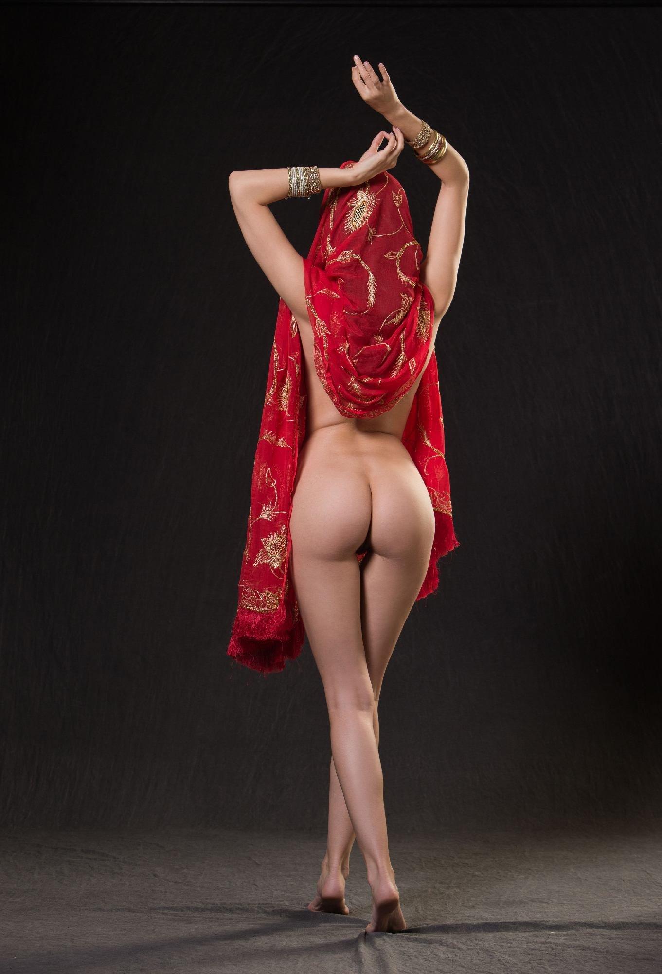costumed-women-nude