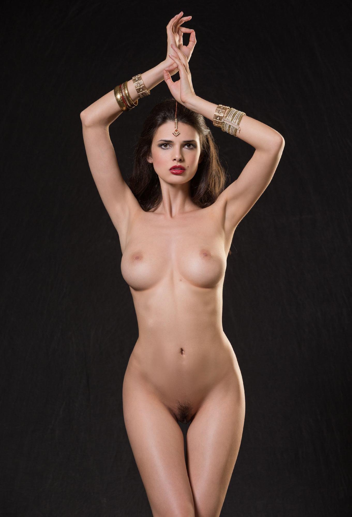 Красивая голая танцует #1