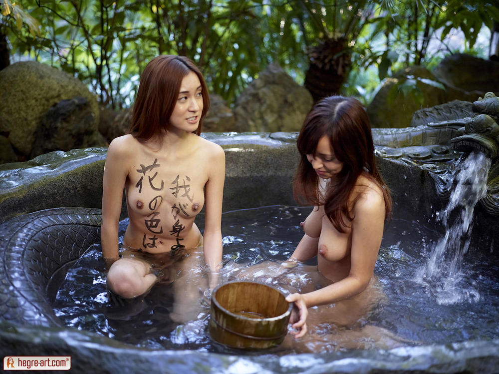 Две тайские подружки