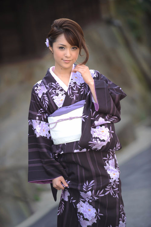Китаянка в шелковом халате