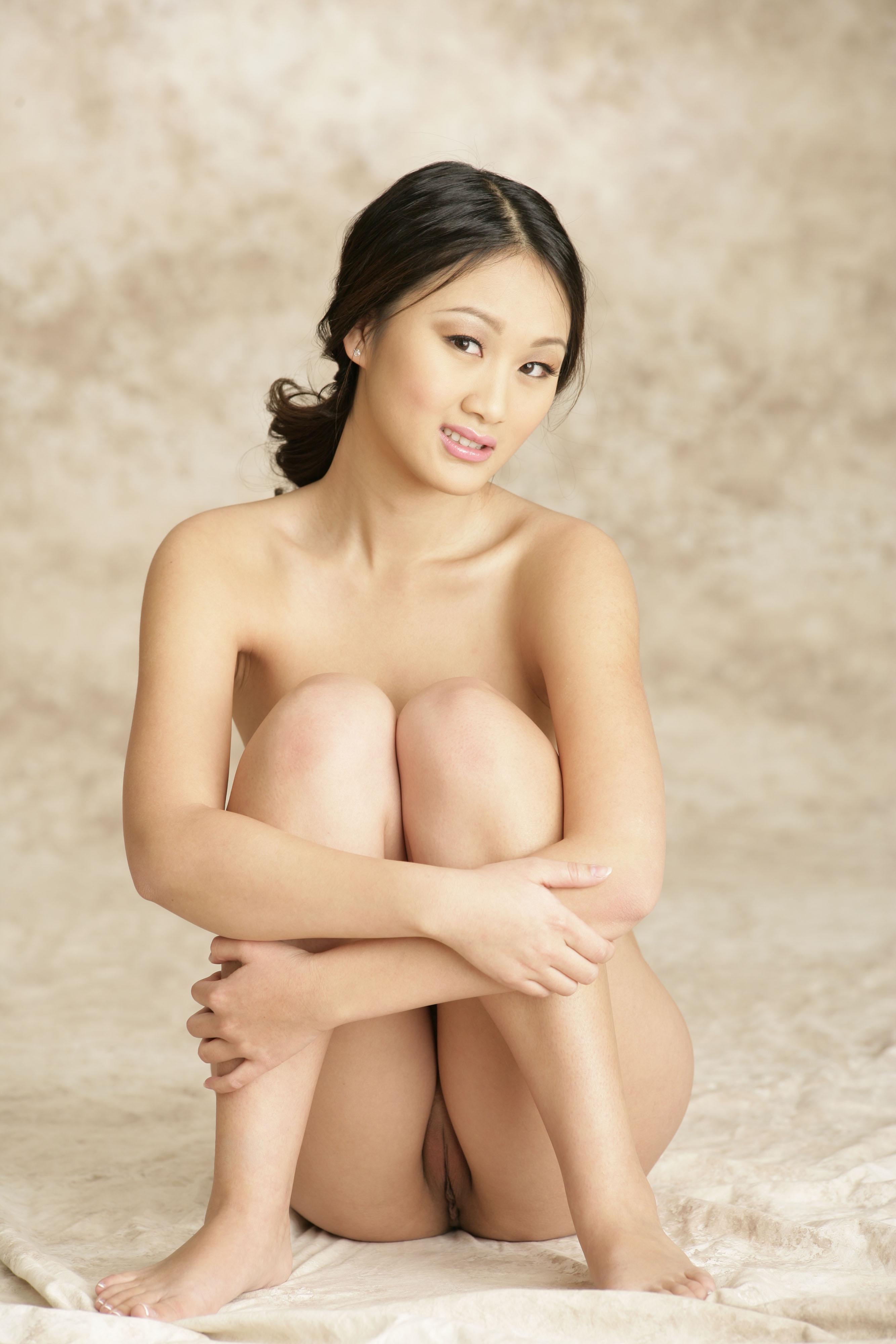Китайские обнаженные красотки фото сосет хуй
