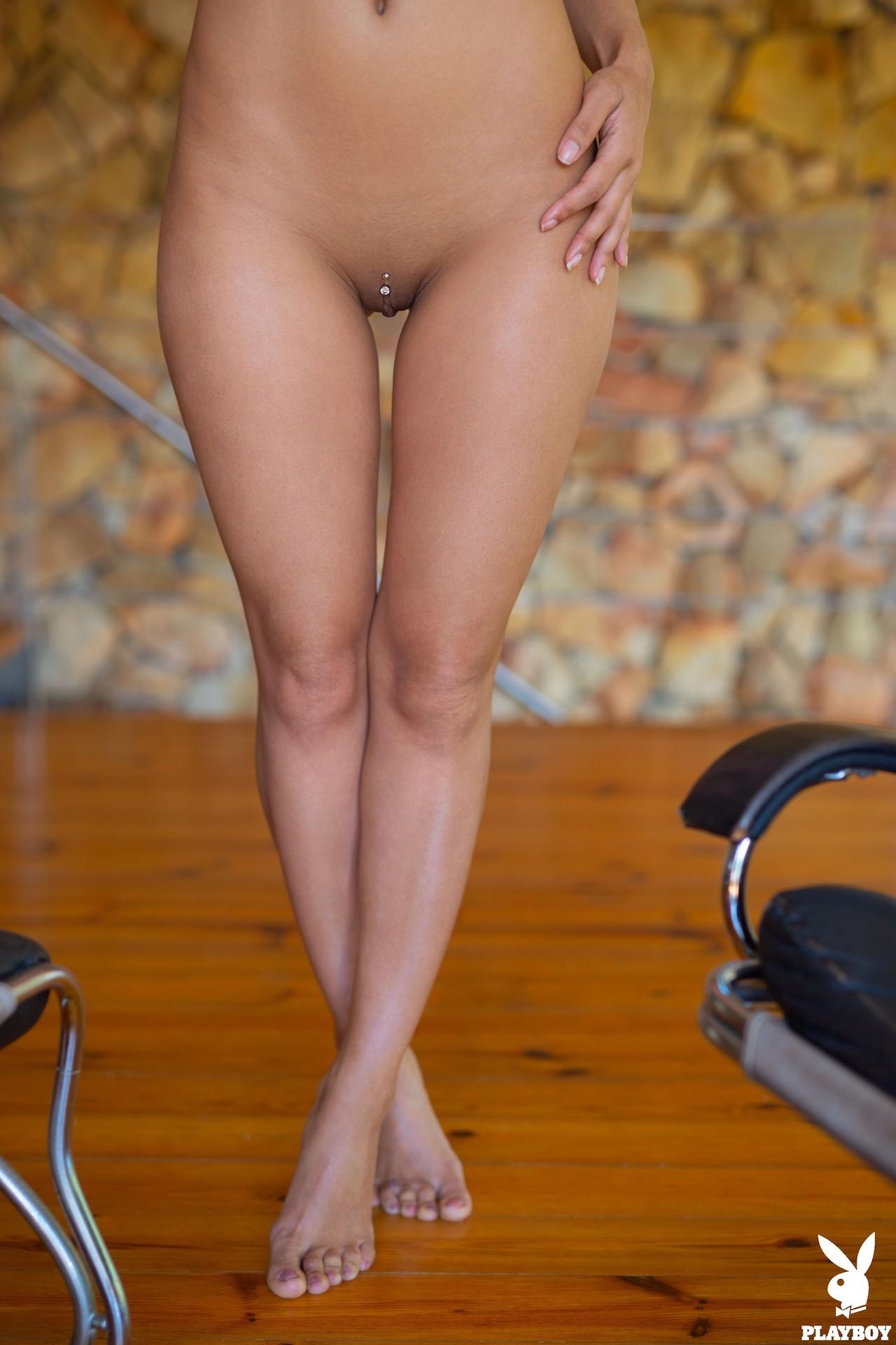 Сексуальная девушка непонятной народности