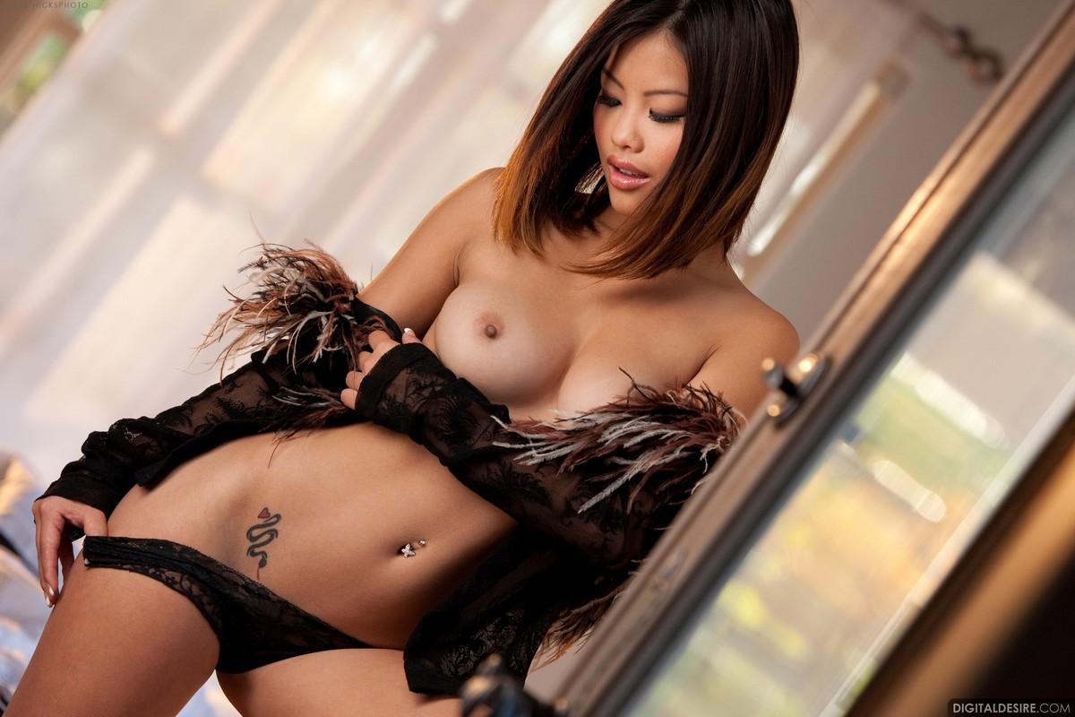 Сексуальные азиатки откровенные фото