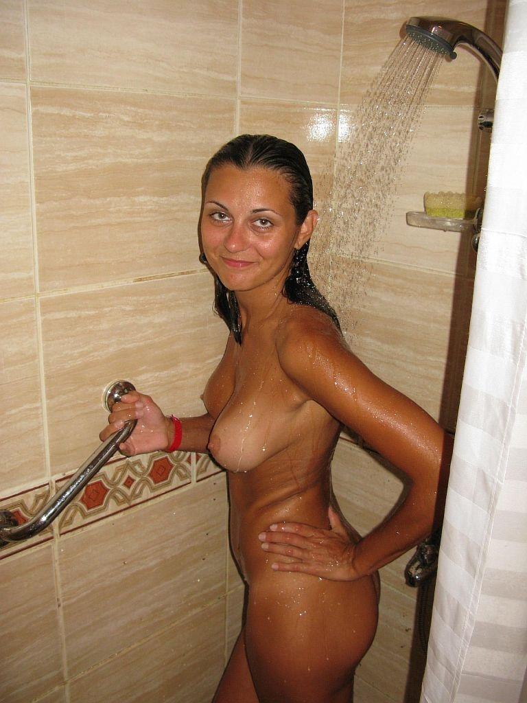 в девушки загорелые ванне голые