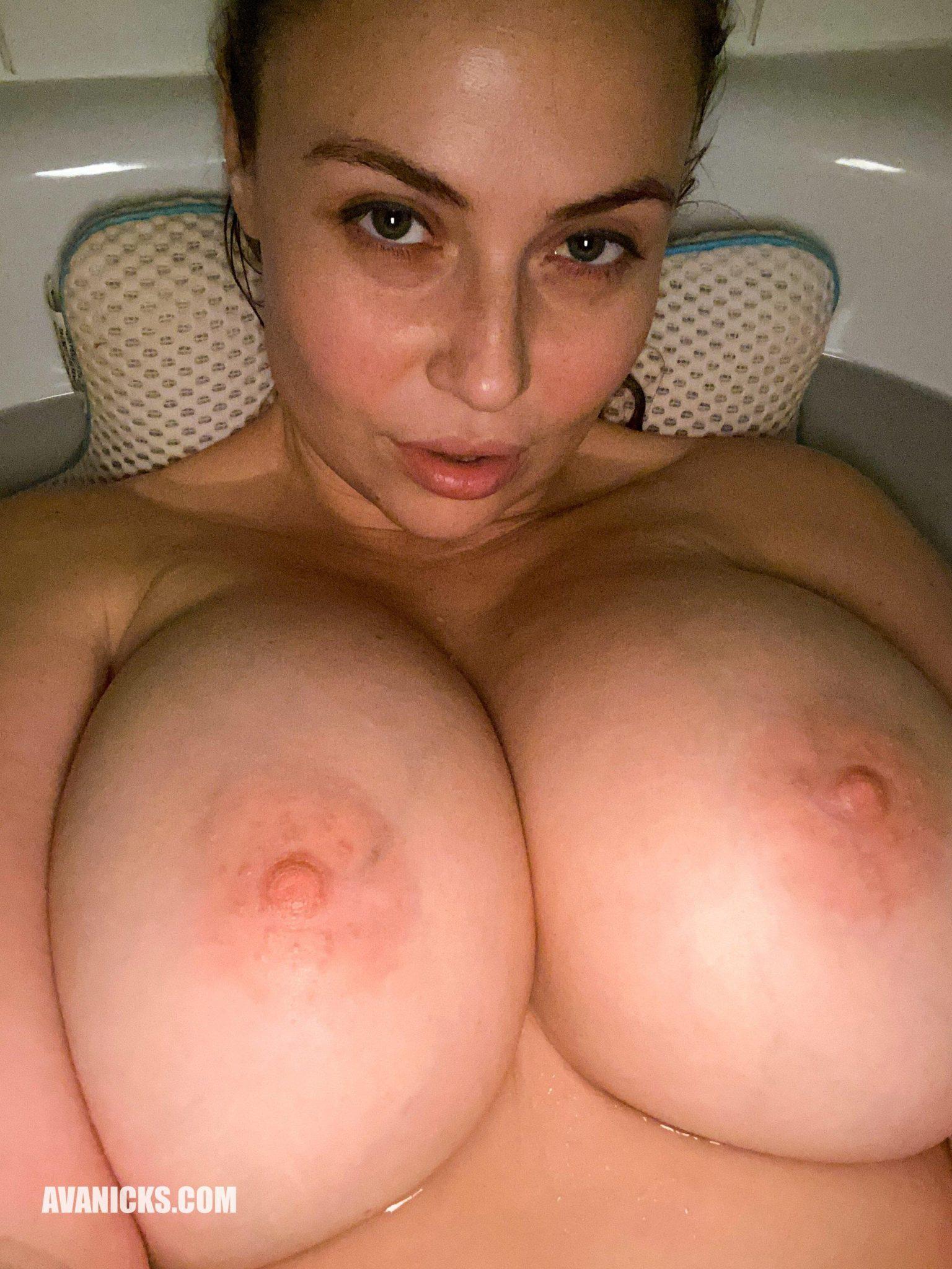 Селфи женщины с большими натуральными сиськами