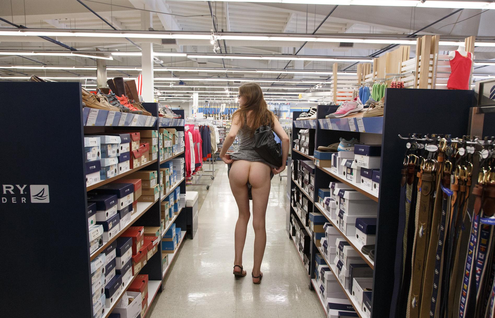 Girl next store erotic — photo 3