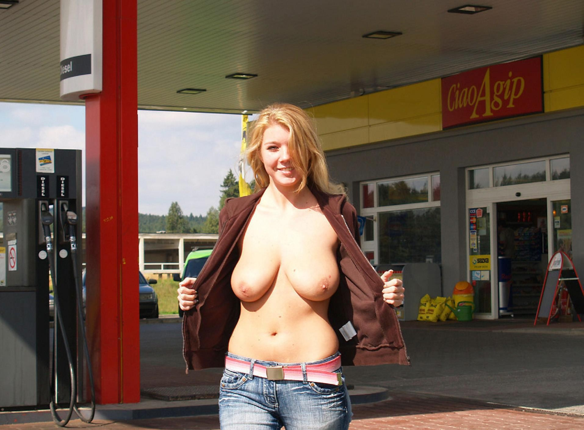 Hot Blonde Flashing Public