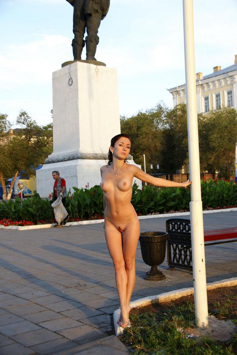 russki-kommentiruyut-golaya-devushka-v-orenburge-foto-znamenitosti