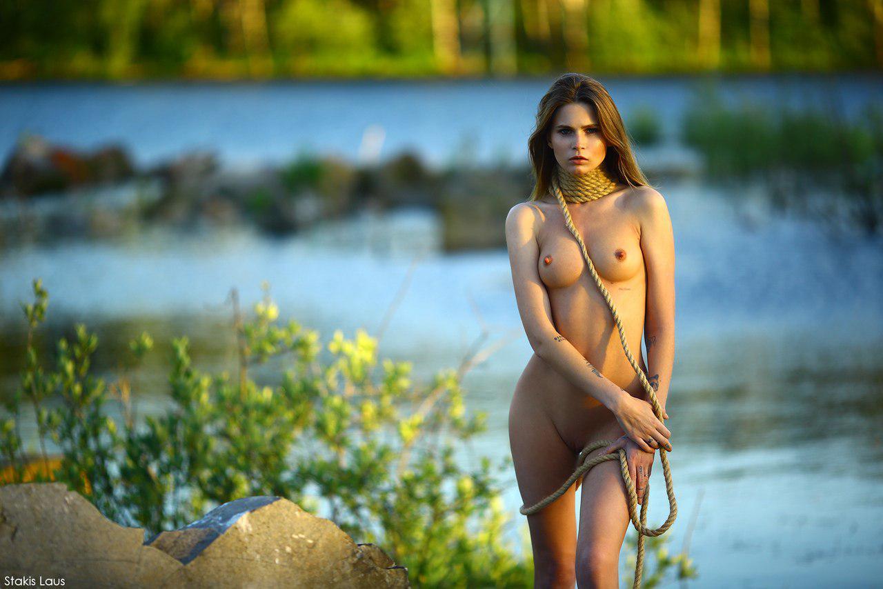 красотка на берегу